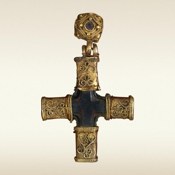 Сокровища кладов и курганов периода утвержденя христианской .